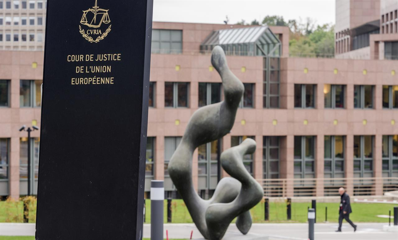 EU court cancels US data-sharing pact over snooping concerns