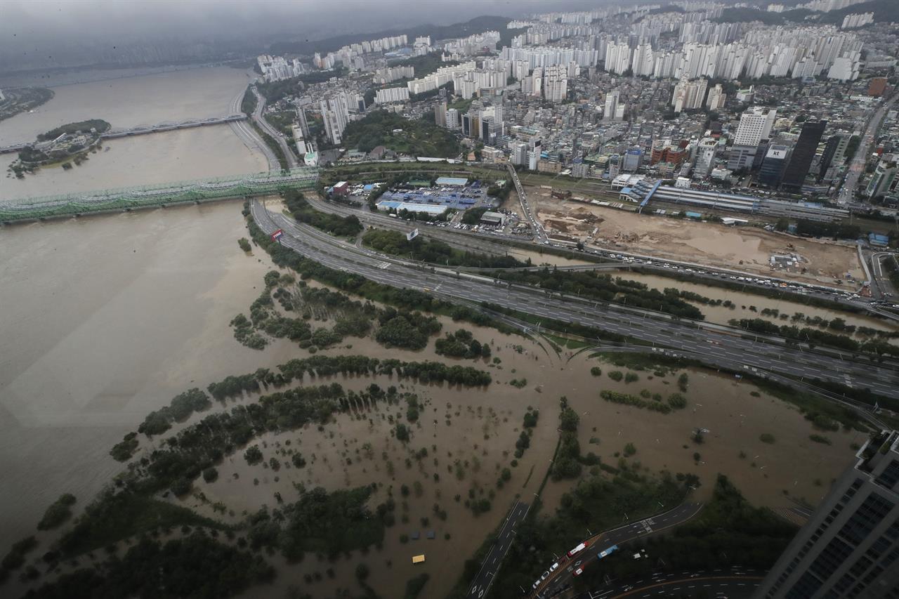 1 dead, 5 missing as boats overturn in S. Korea floodwaters