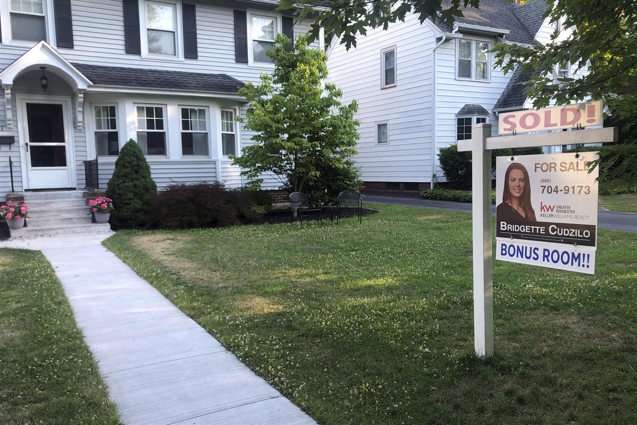 US average mortgage rates fall; 30-year loan at 2.88%