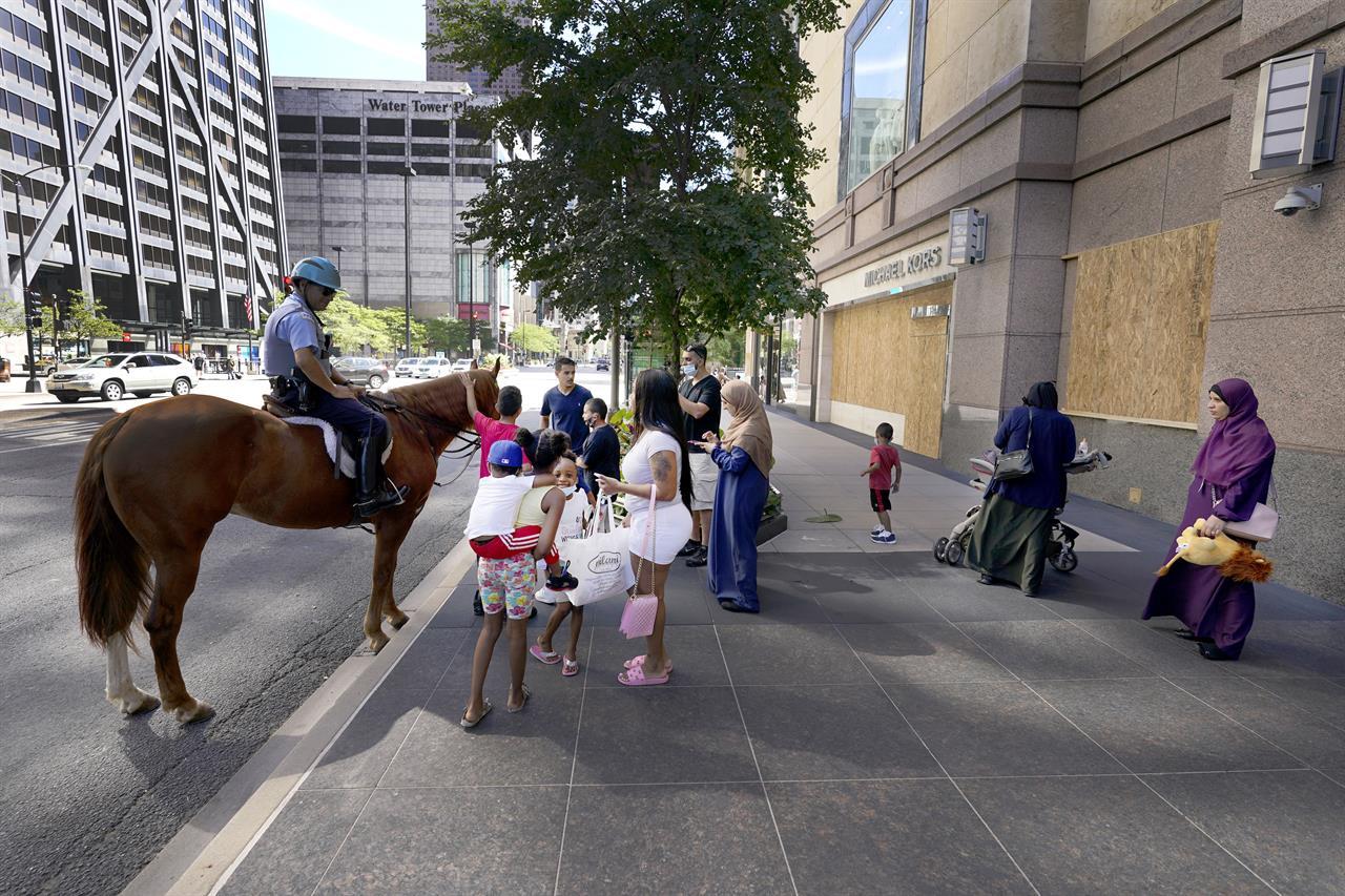 Chicago officials pledge swift response to theft, vandalism