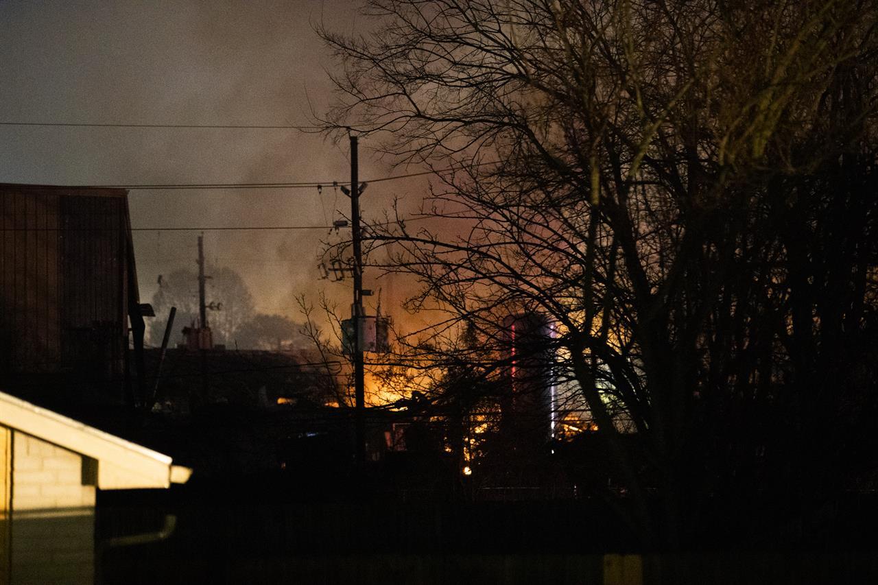 2 killed, 20 injured when warehouse explosion shakes Houston