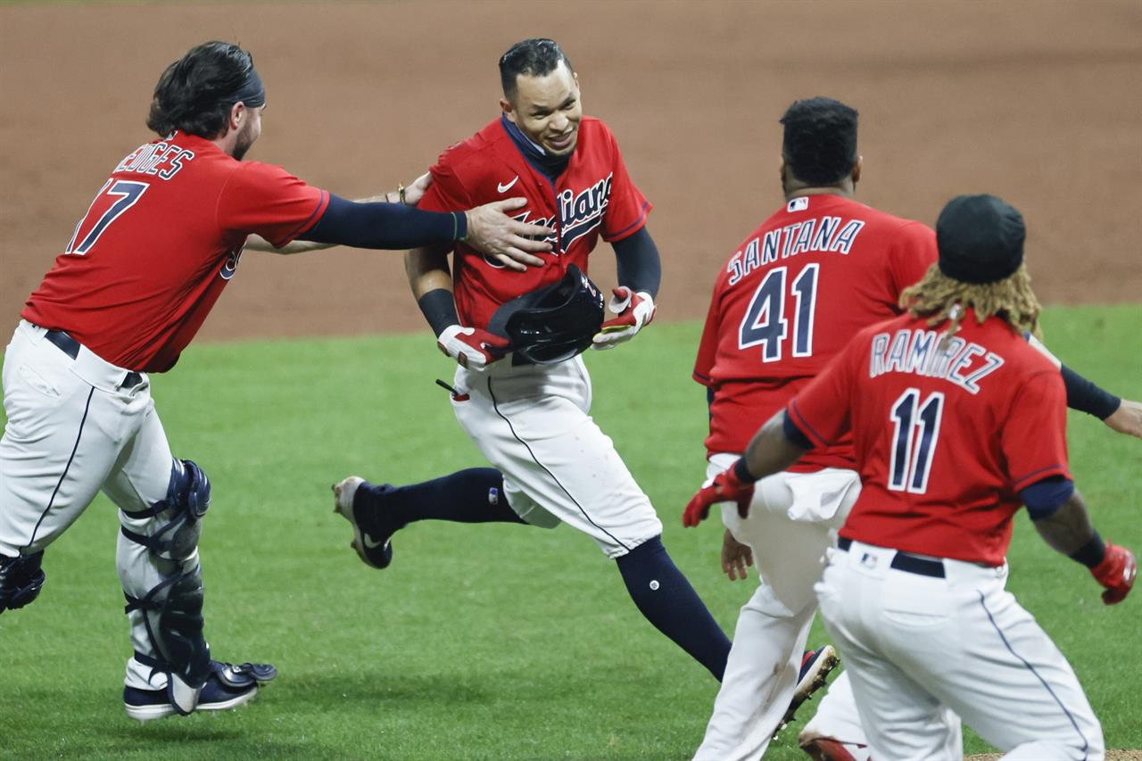 Walk away: Indians rally again, keep AL Central hopes alive
