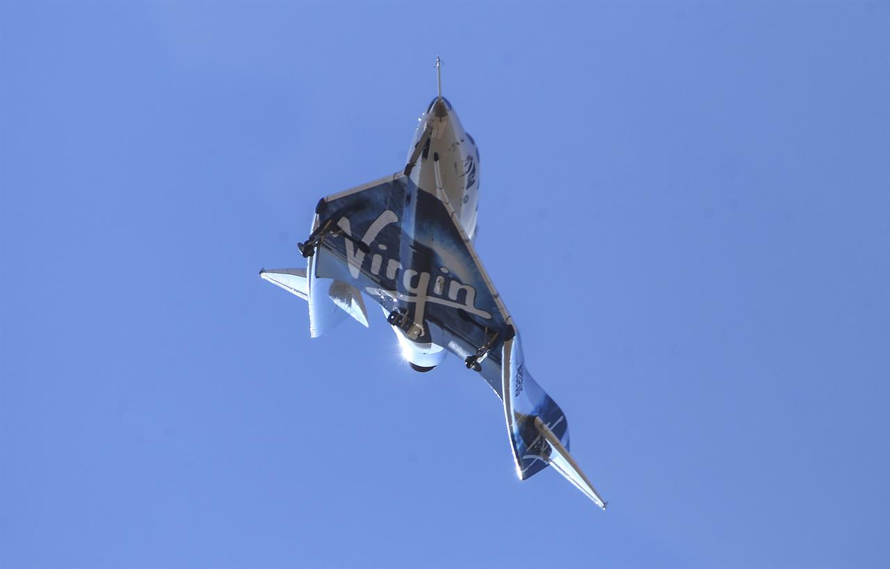 Virgin Galactic spaceship arrives at new home in New Mexico