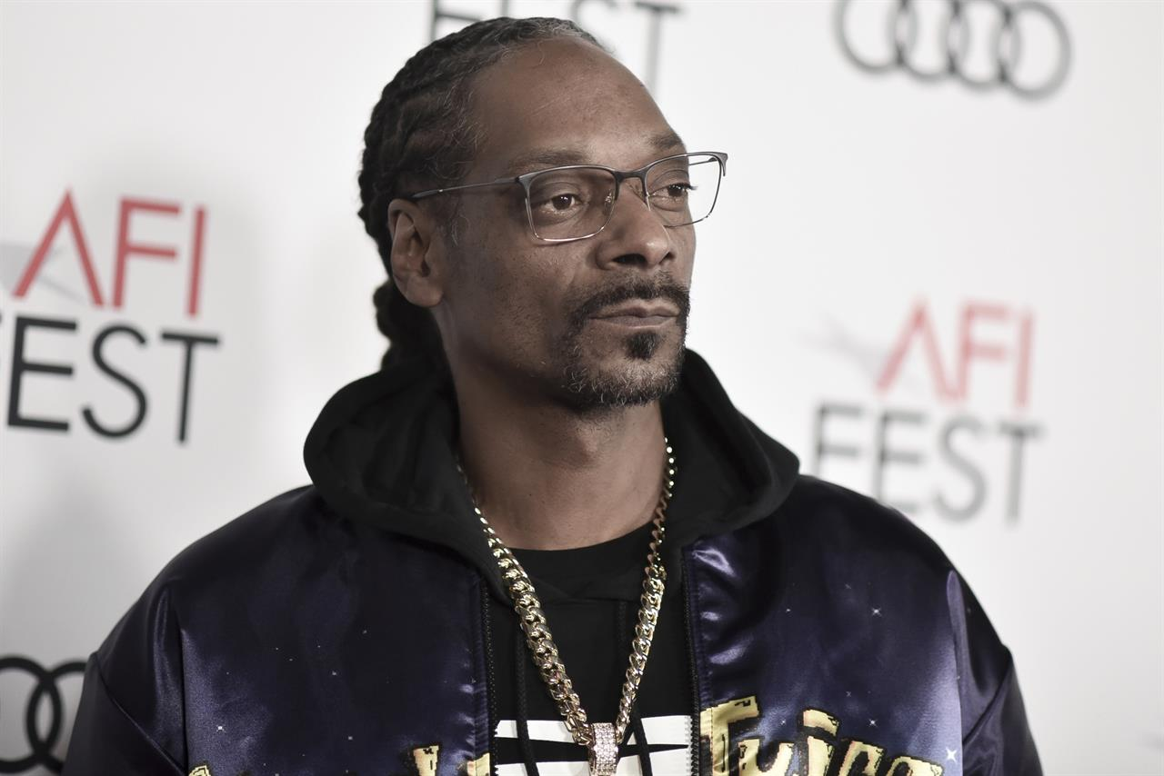 """FILE - In this Nov. 14, 2019, file photo, Snoop Dogg attends 2019 AFI Fest opening night premiere of """"Queen and Slim"""" in Los Angeles. CBS anchor Gayle King says she accepts Snoop Dogg's apology for the profane, threatening video that he posted following an interview by her with WNBA star Lisa Leslie that angered some fans of the late Kobe Bryant. After a backlash against his comments, he apologized Wednesday, Feb. 12, 2020. (Photo by Richard Shotwell/Invision/AP, File)"""