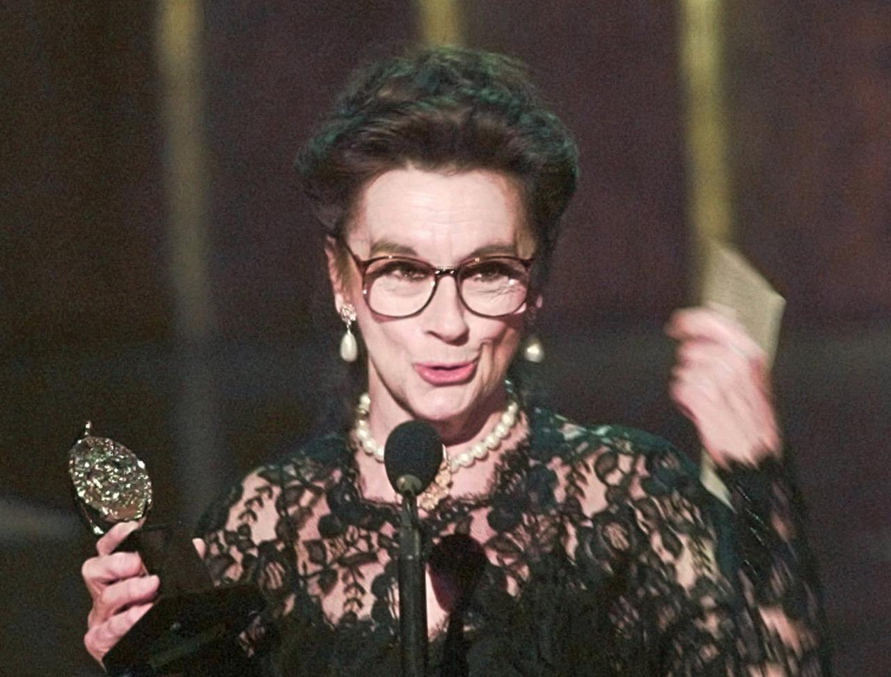 Actress Zoe Caldwell, Tony winner for 'Medea,' dies at 86