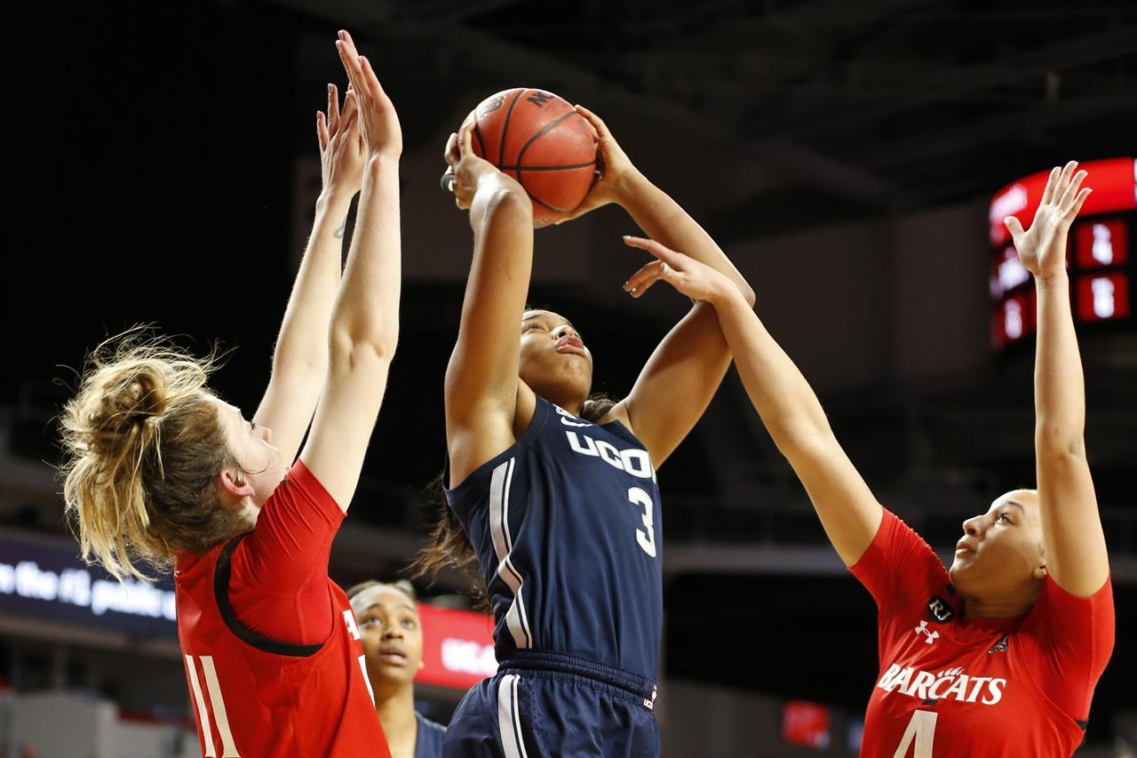 Walker scores 25 as No. 6 UConn women beat Cincinnati 105-58