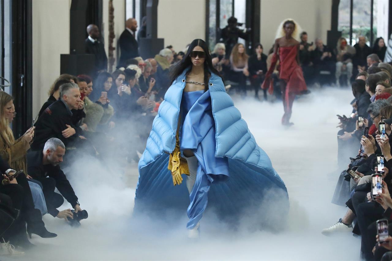 Chloe sparkles as giant Paris fashion exhibit space opens