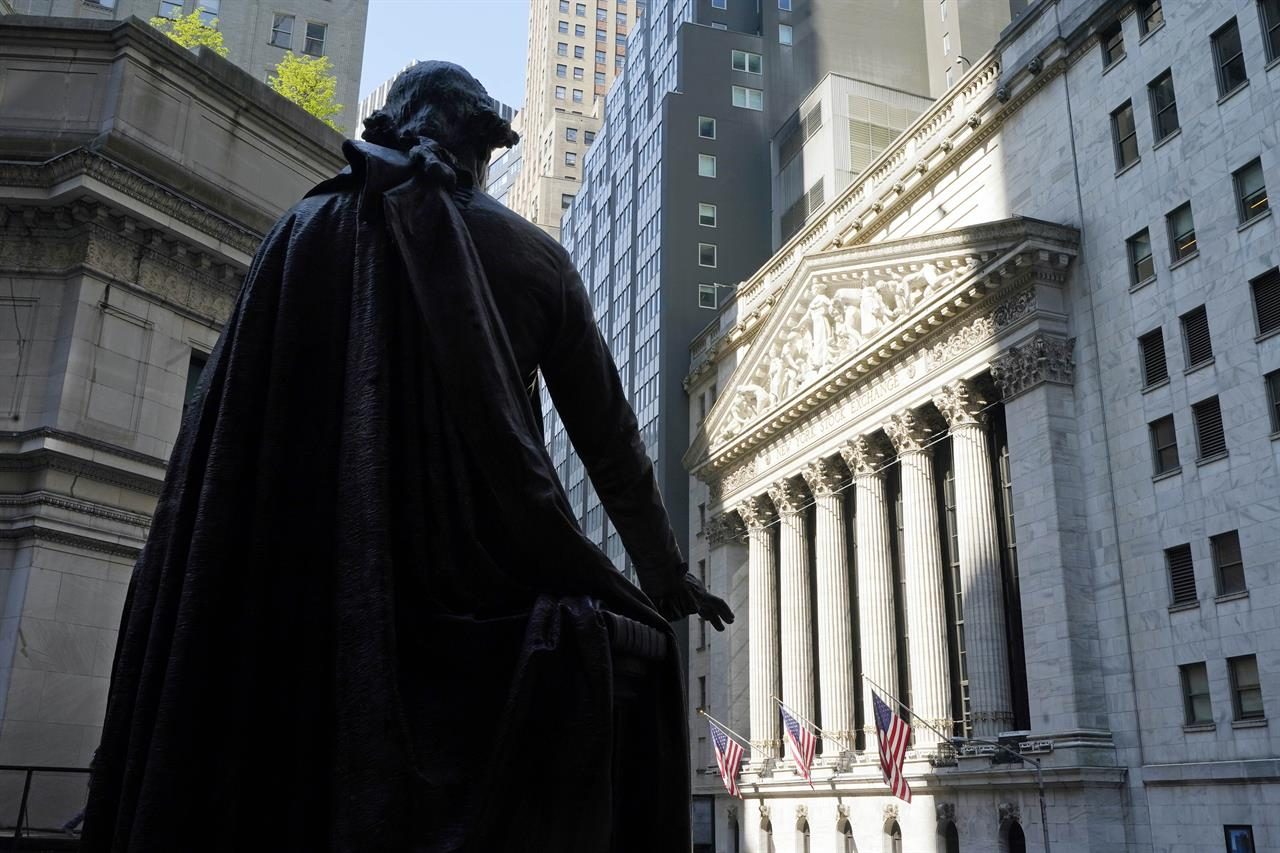 The Federal Hall statue of George Washington overlooks the New York Stock Exchange, Monday, June 7, 2021. Stocks are off to a mixed start on Wall Street as technology companies climb while banks and energy companies fall. The S&P 500 index edged up 0.1% in the early going Tuesday, June 8 while the Dow Jones Industrial Average was slightly lower. (AP Photo/Richard Drew)